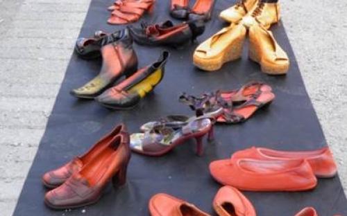 Zonta says no - Aktion marching shoes gegen Gewalt an Frauen