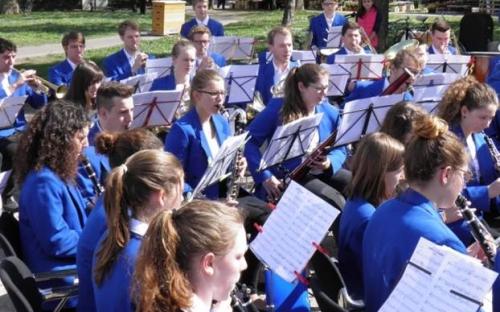 Das Jugendorchester spielt am Zonta-Benefiz-Aktionstag